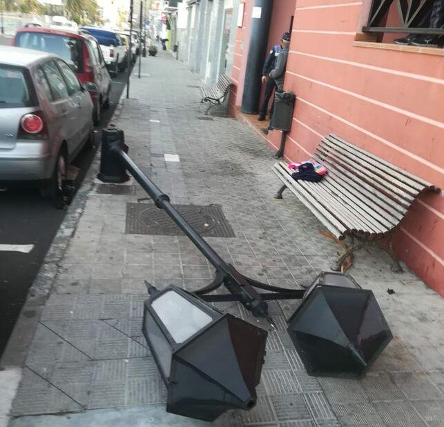 Umgestürzte Straßenlaterne